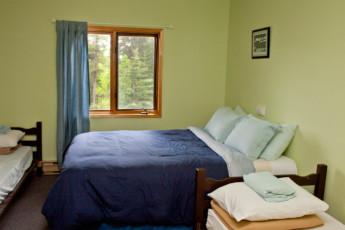 HI - Nordegg - Shunda Creek Hostel : HI-Nordegg Private Room