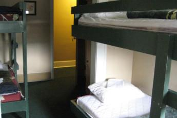 HI - Penticton : HI-Penticton Multi-share Room