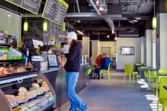 HI - Whistler : HI-Whistler Cheaky's Cafe