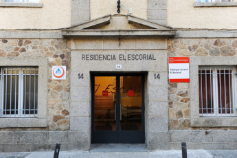 San Lorenzo del Escorial - El Escorial : The beautiful El Esocorial hostel entrance