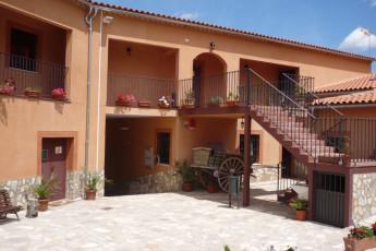 Albergue Serranilla : The outside of the Hostel Serranilla