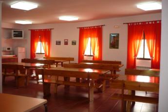 Albergue Serranilla : the cozy dining room at the hostel