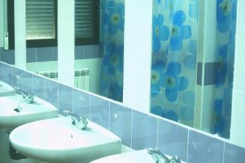 Albergue Serranilla : TO bathroom at the hostel