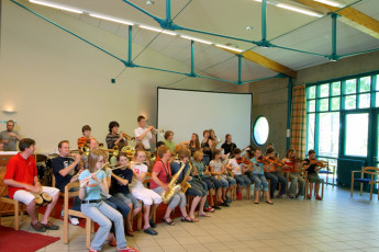 Göttingen : Göttingen Hostel in Germany conference with children playing in a band