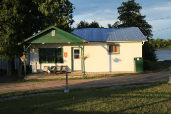 HI  Davidson (Esprit Rafting) : Blick von außen auf HI-Spirit Hostel in Kanada