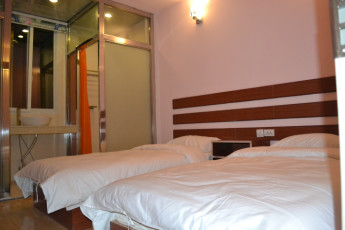 Dunhuang Shazhouyi International YH : private double room