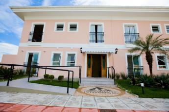 Florianopolis – Barra Da Lagoa Hostel : chicas en hostal piscina