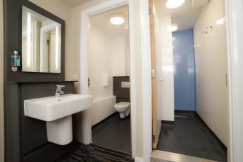 YHA Cambridge : Cambridge Bathroom