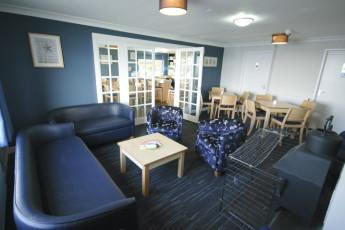 YHA Poppit Sands : Lounge at YHA Poppit Sands