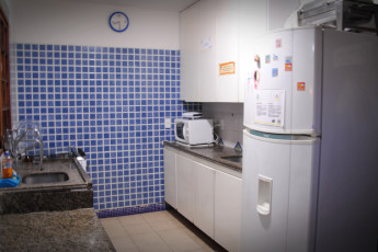 Praia Do Forte - Praia Do Forte Hostel : Kitchen at Praia do Forte Hostel