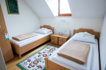 Youth Hostel Pod Skalo : Twin bed-room with private bathroom