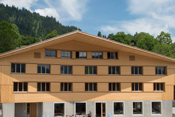 Gstaad Saanenland Youth Hostel : Gstaad Saanenland Tourismus hostel in Switzerland exterior