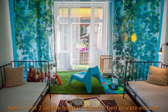 Budapest - Aventura Boutique Hostel : Art Apartment (4 bed private ensuite) living room