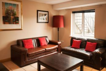Galway - Sleepzone YHA : Front Lounge