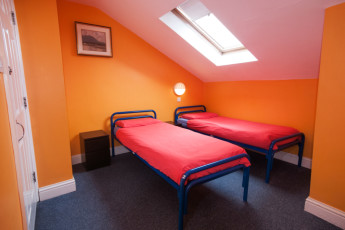 Galway - Sleepzone YHA : Twin Room