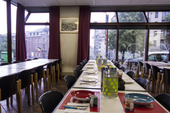 Brussels - Bruegel : Hostel's dining area for guests