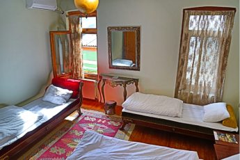 Istanbul - Chambers of the Boheme : 3 beds private room wc and shower are shared at the same floor