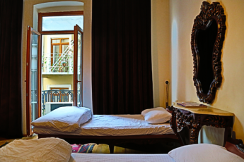 Istanbul - Chambers of the Boheme : 4 beds mixed dorm, wc and shower are shared at the same floor