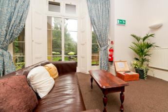 YHA Bath : Der Empfangsbereich und die Lobby in Bath Hostel, England
