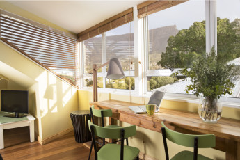 Cape Town -The Backpack : 3 Bed Self Catering Studio