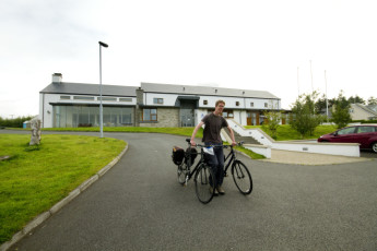 Errigal - Co Donegal YHA : Front of hostel with Bicycles