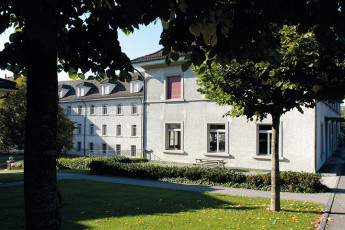 Fribourg Youth Hostel : Fribourg hostel in Switzerland private twin