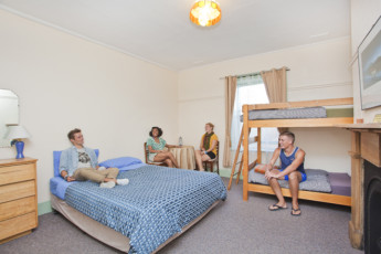 Port Fairy YHA : Family room