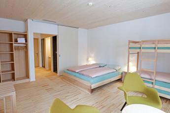 St. Moritz Youth Hostel : dormitorio en St. Moritz Bad albergue Durante la nieve