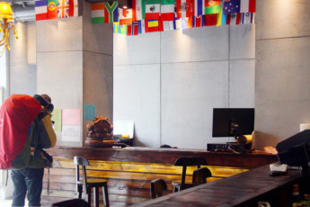 Hash International Youth Hostel : The front desk