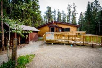 HI - Athabasca Falls Wilderness Hostel :