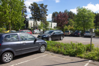 Turku - Hostel Linnasmäki : parking lot