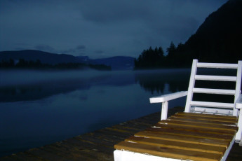 HI - Shuswap Lake : wharf at dusk