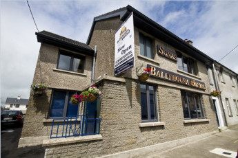 Ballyhoura Luxury Hostel  Co Limerick YHA : exterior of hostel