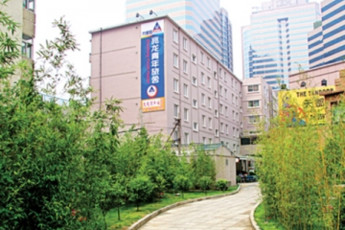 Beijing - Zhaolong International : hostel exterior