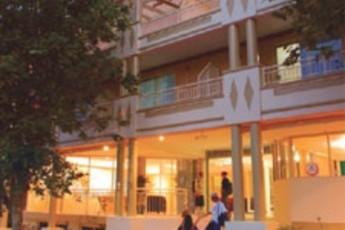 Wollongong YHA : hostel exterior