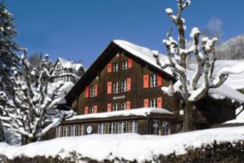 Engelberg Youth Hostel : hostel exterior