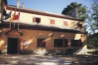 Albergue Las Dehesas : hostel exterior