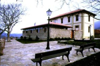 Albergue Juvenil San Vicente del Monte : hostel exterior