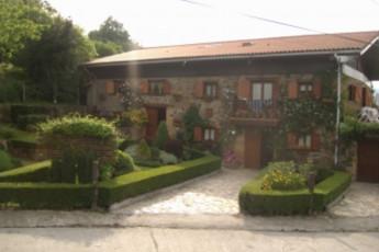 Albergue Areitz Soroa : hostel exterior