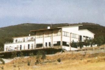Albergue  El Chortaillo : hostel exterior