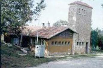Albergue Juvenil Soncillo : hostel exterior