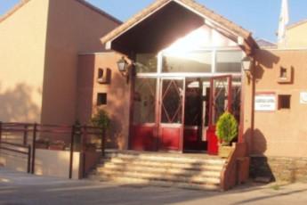 Albergue Los Batanes : hostel exterior
