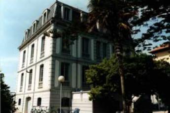 Albergue Juvenil Roberto Frasinelli : hostel exterior
