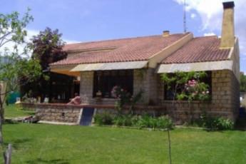 Albergue Juvenil  Sierra de Gredos : hostel exterior