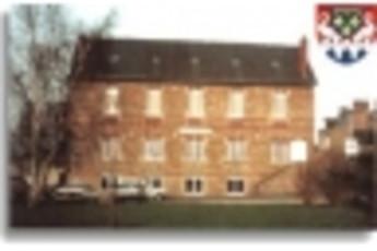 Pontorson : Outside image of hostel
