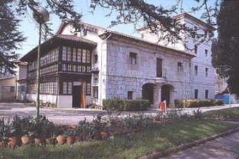 Albergue Juvenil Gerardo Diego : hostel exterior