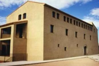 Albergue Mas de la coixa : hostel exterior