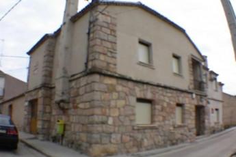 Albergue Juvenil La Palaina : hostel exterior