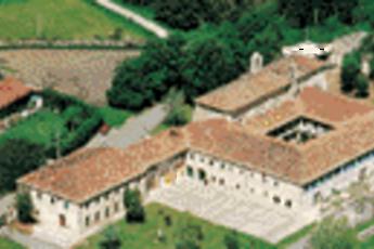 Albergue  Monasterio De Barria : hostel exterior