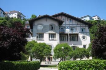 Albergue  Ondarreta La Sirena : hostel exterior